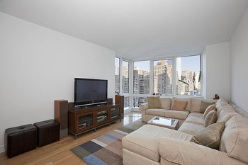 Spacious 1 Bedroom Penthouse with Eastern exposure that has it all!